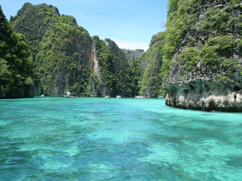 tropics_sea_rocks_90638_800x600